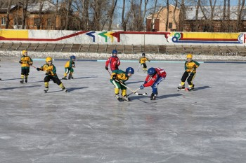«Шесть спортсменов госпитализированы». Юные хоккеисты из Нижнего Тагила отравились после посещения кафе и столовой в Карпинске