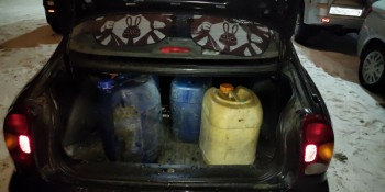 В Нижнем Тагиле сотрудники РЖД пытались украсть с территории вокзала 100 литров солярки