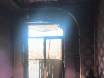 В Нижнем Тагиле из-за непотушенного окурка сгорел балкон и часть квартиры (ВИДЕО)