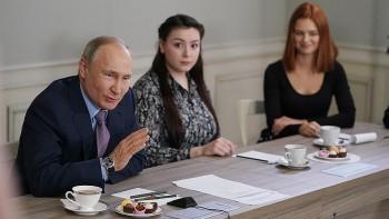 Владимир Путин заявил, что России важнее стабильность, чем сменяемость власти