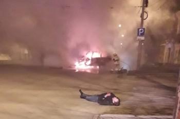 В центре Екатеринбурга Lexus сбил пешехода, врезался в столб и загорелся. Погибли две женщины (ВИДЕО)
