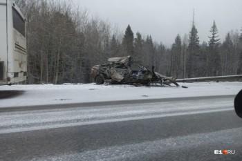 В Свердловской области в массовом ДТП с участием рейсового автобуса погибли три человека