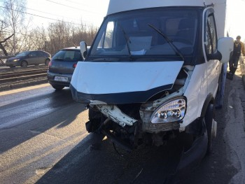 В Нижнем Тагиле из-за ДТП с грузовой «Газелью» образовалась пробка (ВИДЕО)