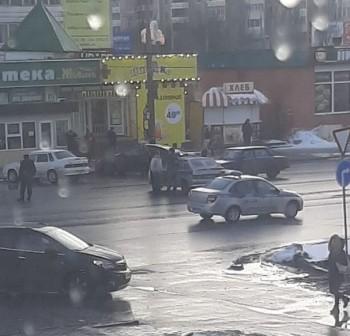 ВКаменске-Уральском неизвестный открыл стрельбу у торгового центра