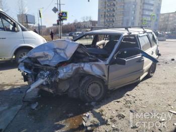 В Нижнем Тагиле ВАЗ-2114 врезался в скорую помощь (ВИДЕО)