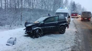 В серьёзном ДТП на Салдинском шоссе в Нижнем Тагиле пострадали 4 человека