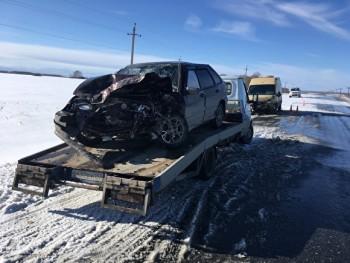 Под Каменском-Уральским ВАЗ протаранил автомобиль инкассаторов