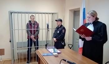 Жителя Первоуральска, зарезавшего жену возле здания суда, отправили надва месяца вСИЗО