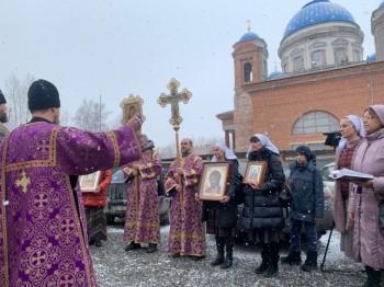 В Екатеринбурге прошёл автомобильный крестный ход для борьбы с коронавирусом