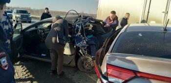 Под Нижним Тагилом грузовик врезался в колонну автомобилей