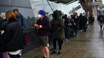Жителей Великобритании обязали перейти надомашний карантин из-за коронавируса