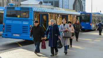 В Москве для профилактики коронавируса отменили бесплатный проезд в общественном транспорте для пожилых людей
