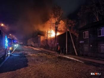Семь человек погибли при пожаре в бараке в Екатеринбурге