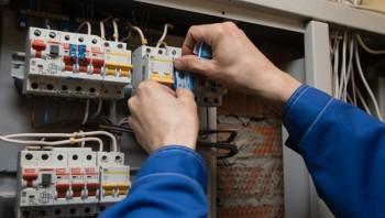 Управляющим компаниям Екатеринбурга запретили отключать свет и воду за долги