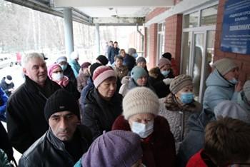 ВРевде после остановки плановых приёмов населения из-за коронавируса убольниц образовались гигантские очереди