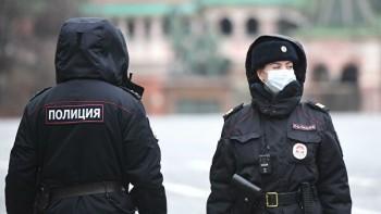 «Известия»: Полиция будет сопровождать додома нарушивших карантин россиян