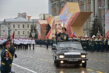 В Екатеринбурге, несмотря на пандемию, идут репетиции парада Победы