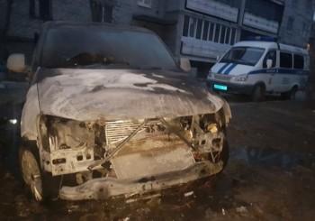 В Нижнем Тагиле ночью сожгли иномарку