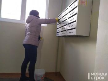 Специалисты управления ЖКХ мэрии Нижнего Тагила проверили качество дезинфекции подъездов в многоквартирных домах