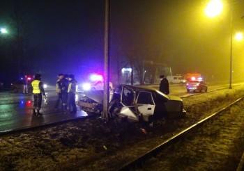 В Нижнем Тагиле водитель без прав врезался в фонарный столб
