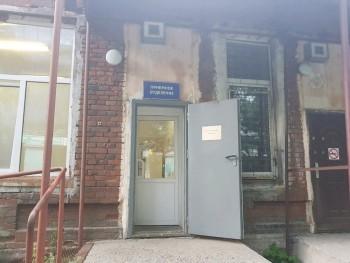 В Перми инфекционную больницу перевели в закрытый режим из-за подозрения на коронавирус у пяти врачей