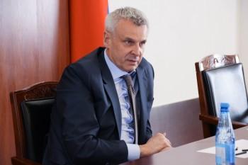 Губернатор Колымы Сергей Носов пригрозил лишать нарушителей самоизоляции зарплаты