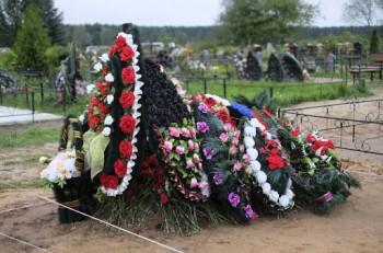Евгений Куйвашев попросил мэров муниципалитетов не препятствовать проведению похорон в период эпидемии