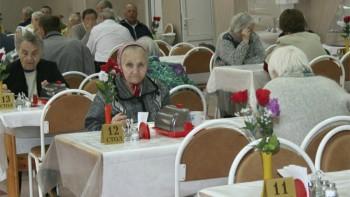 Правительство рекомендовало забрать людей из интернатов и домов престарелых