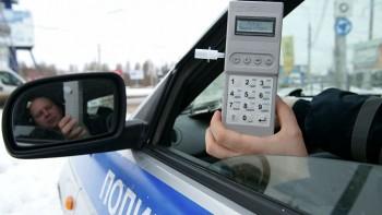 В России хотят отменить алкотестеры для водителей из-за угрозы заражения коронавирусом