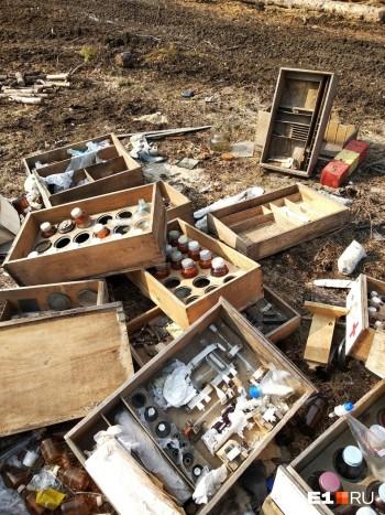 В Свердловской области нашли свалку с токсичными и взрывоопасными веществами