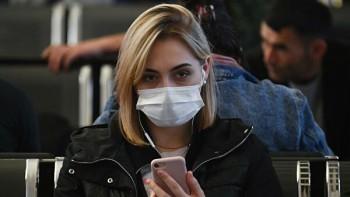 МЧС посоветовало не носить защитную маску на улице