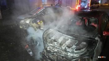 ВЕкатеринбурге за ночь сгорели три автомобиля