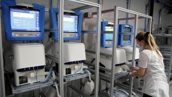 Заводам Свердловской области выделят больше 2 млрд рублей навыпуск аппаратов ИВЛ имедицинских изделий