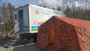 На трассе Екатеринбург — Серов медики проверяют приезжих на коронавирус