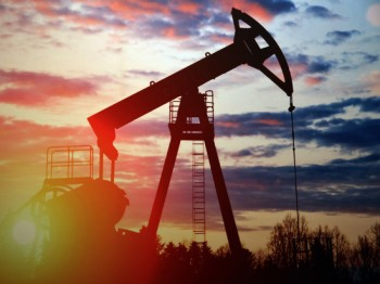 Впервые в истории цена на нефть марки WTI упала более чем на 99%
