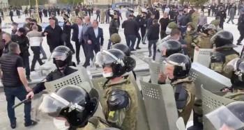 Полиция Владикавказа сообщила о 69 задержанных на акции против самоизоляции