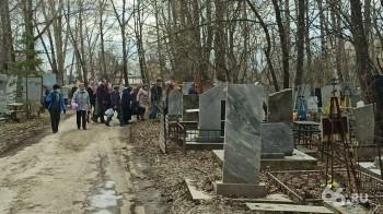 Жители Свердловской области пришли на кладбища, несмотря на запрет Роспотребнадзора и патрули полиции