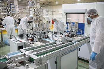 В Новоуральске заработала первая линия собственного завода попроизводству масок