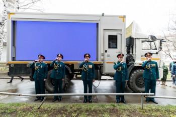 В Екатеринбурге военные исполнили «День Победы» под окнами ветерана