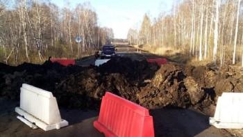 Власти Зауралья перекопали дорогу, чтобы не впускать автомобили из Свердловской области
