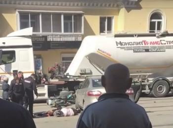 В Нижнем Тагиле мотоцикл врезался в Renault (ВИДЕО)