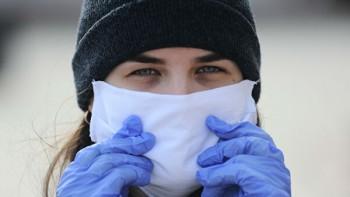 В Псковской области сделали обязательным ношение масок и перчаток