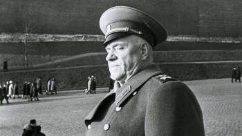 В Екатеринбурге поднимут в небо огромный портрет маршала Жукова