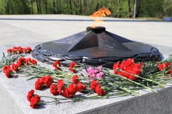 В Нижнем Тагиле возложили цветы к памятникам погибшим на фронтах Великой Отечественной войны