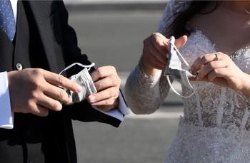 Свадьба, садик, предприятия. В Свердловской области зафиксировано 17 очагов распространения коронавируса