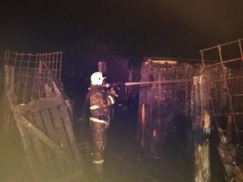 Ночью в Нижнем Тагиле горели деревообрабатывающий завод и многоэтажный жилой дом
