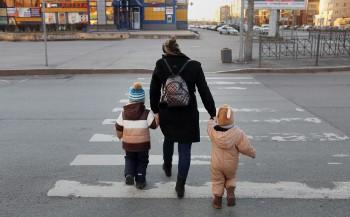 Запервые сутки завыплатами надетей обратились 2 млн россиян