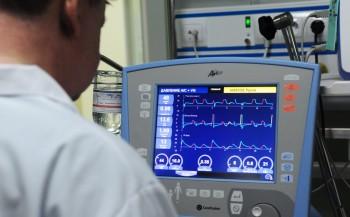 США отправили в Россию аппараты ИВЛ и тесты на коронавирус