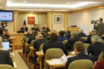 В Томской области депутаты назначили себе компенсации за маски и перчатки