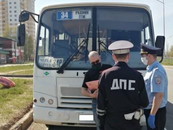 Сотрудники ГИБДД Нижнего Тагила за месяц оштрафовали 135 водителей автобусов и пассажиров за нарушение масочного режима